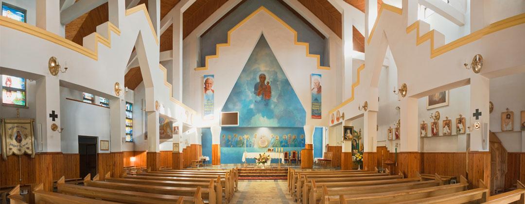 Wnętrze kościoła parafialnego w Rzozowie