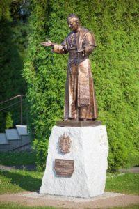 Pomnik Jana Pawła 2 w Rzozowie